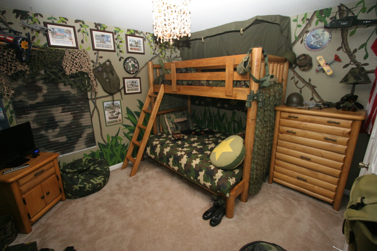 Dsny home 1 pictures for Camo kids bedroom ideas